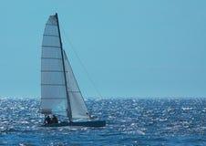Het varen op summerday Stock Afbeelding