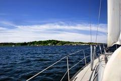 Het varen in overzees Stock Foto's