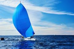 Het varen regatta in Rusland stock afbeelding