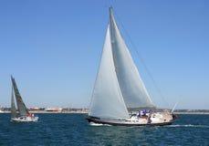 het varen regatta van kruiser varende jachten Stock Afbeelding