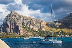 Het varen in Sicilië Stock Afbeeldingen