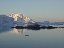 Het varen van Antarctica Stock Afbeeldingen