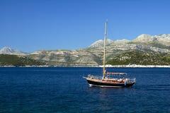 Het varen van het Middellandse-Zeegebied Stock Fotografie