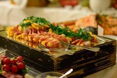 Het varkensvlees, Rundvlees een Kip maakt deel uit van een bavearian feest stock afbeelding