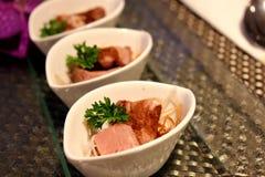 Het varkensvlees van het braadstuk met de saus van de Honing Stock Foto's