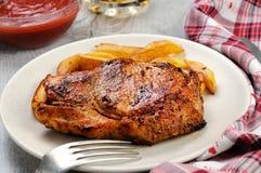 Het varkensvleeslapje vlees dobbelt met aardappels royalty-vrije stock foto