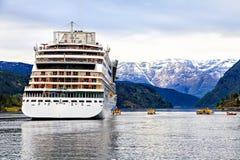 Het vastleggen van een cruiseschip van de kust van de Noordzee Royalty-vrije Stock Foto's