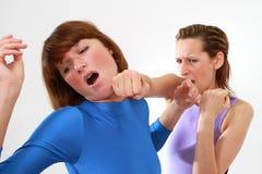 Het vechten van vrouwen stock afbeeldingen
