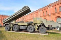 Het vechten voertuig 9A52 de veelvoudige raketlanceerders van 300 mm Smerch 9K58 Royalty-vrije Stock Fotografie