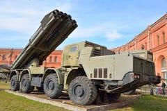 Het vechten voertuig 9A52 de veelvoudige raketlanceerders van 300 mm Smerch 9K58 Royalty-vrije Stock Afbeeldingen