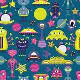 Het vectorbeeldverhaal naadloze patroon met vlakke vreemdelingen, spaceships, planeten, satellieten en kosmonaut stock illustratie