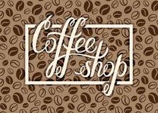 Het vectorembleem van de Koffiewinkel op de achtergrond van koffiebonen voor menu, auto stock illustratie