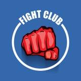 Het vectorembleem van de strijdclub met rode die mensenvuist op blauwe achtergrond wordt geïsoleerd Het MMA Gemengde malplaatje v Stock Afbeeldingen
