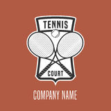 Het vectorembleem van de tenniscursus Stock Afbeeldingen