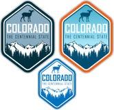 Het vectoretiket van Colorado met bighornschapen en bergen stock illustratie