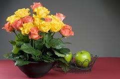 Het veelkleurige boeket van vakantie bloemenrozen Stock Foto's