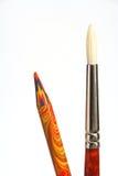 Het veelkleurige potlood van plastiek en een kunst borstelen Royalty-vrije Stock Fotografie
