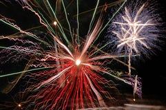 Het veelvoudige vuurwerk exploderen Stock Foto