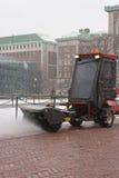Het vegen van de sneeuw Royalty-vrije Stock Foto's