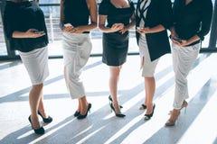 Het vennootschap van de bedrijfs vrouweneenheid telefoonconcept stock afbeeldingen