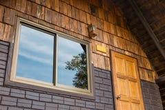 Het venster, de deur en de geveltop Royalty-vrije Stock Foto's