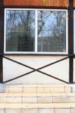 Het venster en omhoog de treden. Royalty-vrije Stock Afbeelding