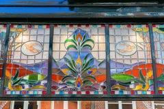 Het venster van de Jugendstilstijl in Nijmegen, Nederland stock foto