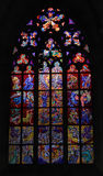Het venster van het gebrandschilderd glas in de kerk stock fotografie