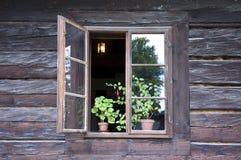 Het venster van het plattelandshuisje Royalty-vrije Stock Afbeeldingen