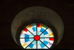 het venster van het kleurengebrandschilderde glas stock afbeeldingen