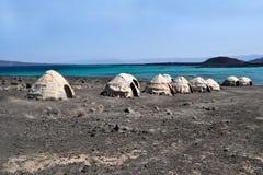 Het verafgelegen tenten/huttenstrand van Ghoubet, Duivelseiland ghoubbet-Gr-Kharab Djibouti Oost-Afrika stock foto's