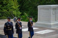 Het veranderen van de Wacht bij Begraafplaats Arlington royalty-vrije stock foto's