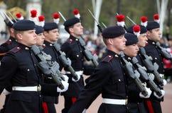 Het veranderen van de wacht bij Buckingham Palace Stock Afbeeldingen