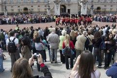 Het veranderen van de wacht bij Buckingham Palace Londen Stock Afbeeldingen