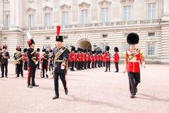 Het veranderen van de Wacht in Buckingham Palace stock afbeelding