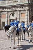 Het veranderen van de wacht dichtbij het koninklijke paleis. Zweden. Stockholm Stock Afbeeldingen