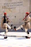 Het veranderen van de wachten bij het Griekse Parlement stock afbeeldingen