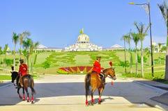 Het veranderen van koninklijke wacht bij nationaal paleis stock foto's