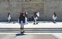 Het veranderen van Plechtige Eliteinfanterie Evzones dichtbij het parlement in Athene, Griekenland op 23 Juni, 2017 Royalty-vrije Stock Foto's