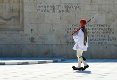 Het veranderen van Plechtige Eliteinfanterie Evzones dichtbij het parlement in Athene, Griekenland op 23 Juni, 2017 Royalty-vrije Stock Afbeeldingen