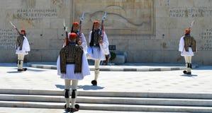 Het veranderen van Plechtige Eliteinfanterie Evzones dichtbij het parlement in Athene, Griekenland op 23 Juni, 2017 Stock Foto's