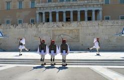Het veranderen van Plechtige Eliteinfanterie Evzones dichtbij het parlement in Athene, Griekenland op 23 Juni, 2017 Royalty-vrije Stock Foto
