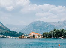Het verbazen vew op baai boka-Kotor royalty-vrije stock foto's