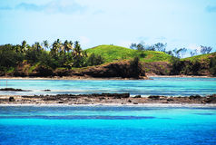 Het verbazende eiland van Fiji en duidelijke overzees Stock Foto's