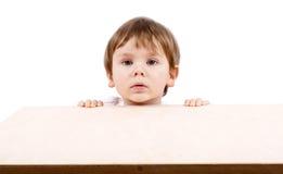 Het verbergen van de jongen. Royalty-vrije Stock Foto