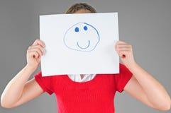 Het verbergen van het meisje achter gelukkig gezicht stock afbeelding
