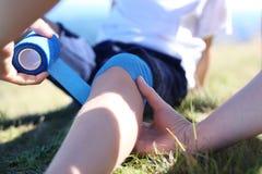 Het verbinden van benen Stock Fotografie
