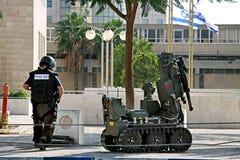 Het verdachte voorwerp van de mijnontruiming in Bier Sheva, Israël Royalty-vrije Stock Afbeeldingen