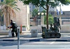 Het verdachte voorwerp van de mijnontruiming in Bier Sheva, Israël Royalty-vrije Stock Foto