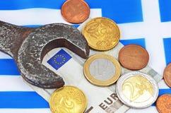 Het verdienen in het concept van Griekenland met geld en moersleutel Royalty-vrije Stock Foto